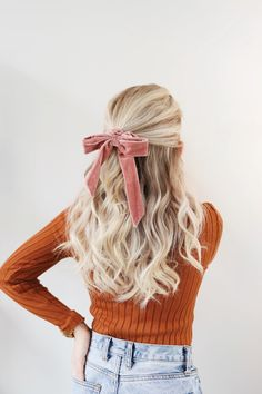 Hair Accessories - Where To Buy & How To Style Them I've been obsessed with hair accessories lately. In this post, will be sharing my hair accessories collection, ánd how I styled them in order to look chic! Headband Hairstyles, Pretty Hairstyles, Hairstyles Videos, Braided Hairstyles, Hair Day, My Hair, Hair Inspo, Hair Inspiration, Velvet Hair