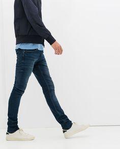 white sneaks, basic jeans ♥