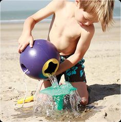 Ballo by Quut. Great for summer play on the beach.