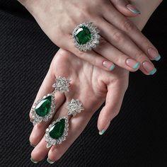 Silver Ring With Diamond Refferal: 4977996494 Couple Jewelry, I Love Jewelry, High Jewelry, Luxury Jewelry, Jewelry Sets, Jewelry Accessories, Jewelry Design, Emerald Jewelry, Gemstone Jewelry