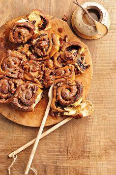 Die resep verg nogal 'n bietjie bakvernuf en geduld. South African Desserts, South African Recipes, Pastry Cake, No Bake Cake, Kos, Baked Goods, Cake Recipes, Sweet Treats, Good Food