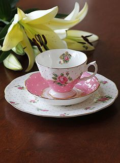 Royal Albert China New Country Roses Cheeky Pink Vintage 3-Piece Set (Teacup, Saucer and Plate)