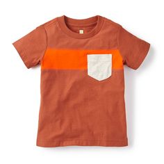 Let him bounce around with his friends wearing our little boys graphic T-shirt. Discover adorable graphic tees for little boys & more from Tea Collection.
