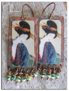 Boucles d'oreille ethniques,bohème~Portraits de femmes~Image sur cuivre et facettes tchèques vert de gris. : Boucles d'oreille par rare-et-sens