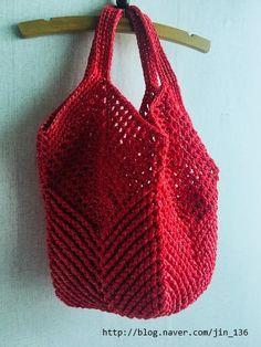 배루기님의 나뭇잎 그물 가방- : 네이버 블로그 Crochet Clutch, Crochet Handbags, Crochet Purses, Crochet World, Crochet Top, Dolce E Gabbana, Knitted Bags, Clutch Purse, Crochet Stitches