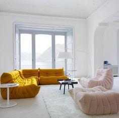L'inimitable canapé Togo, de chez Ligne Roset Home Interior, Interior Architecture, Interior Decorating, Interior Design, Decorating Ideas, Togo Sofa, Sofa Chair, Room Inspiration, Interior Inspiration