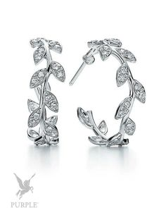 Stunning hoop earrings sculpted like olive branches and ornamented with diamond leaves with a total carat weight of 0.57 by @tiffanyandco. The original design are copyrighted by Paloma Picasso. #purplebyanki #love #beautiful #instagood #diamond #hoopearrings #palomapicasso #earrings