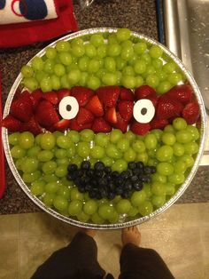 ZOMG so cute. Maybe bananas for the eyes with raisins instead of paper? Could do a smaller pan and once for each turtle. Turtle Birthday Parties, Ninja Turtle Birthday, Ninja Turtle Party, Ninja Turtles, Fruit Birthday, Ninja Turtle Snacks, 5th Birthday, Carnival Birthday, Birthday Ideas