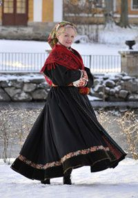 Folklore: a printed woolen shawl from Northern Sweden. Mid 19th century. Newsletter no. 7-2008