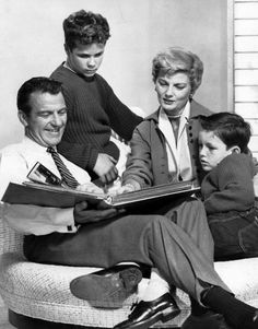 Hugh Beaumont (Ward Cleaver), Tony Dow (Wally), Barbara Billingsley (June Cleaver), Jerry Mathers (Theodore aka Beaver)