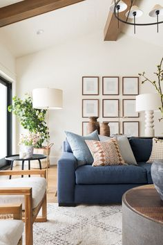 Family room design – Home Decor Interior Designs Formal Living Rooms, New Living Room, Home And Living, Living Spaces, Blue Couch Living Room, Light And Living, Living Room With Color, Modern Living, Transitional Living Rooms