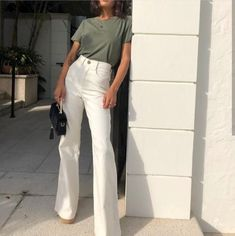 tendance mode dressing vetements accessoires tenues … trend fashion dressing kleidung accessoires outfits ootd defile look eleganz glamour frau schmuck mode lifestyle Mode Outfits, Casual Outfits, Fashion Outfits, Fashion Tips, Fashion Ideas, Fashion Clothes, Fashion Quiz, Travel Outfits, Trend Fashion