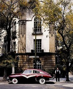 Mexico city... Roma/Condesa Neighbourhood, such a vintage fragance is in the air.