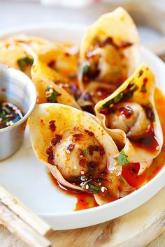 Sichuan Red Oil Wontons - delicious and mouthwatering spicy wontons in Sichuan red oil and black vinegar sauce. Easy recipe for homemade spicy wontons | http://rasamalaysia.com