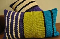 Cojines/Pieceras Trama - Tejidos a Telar Marie etchevers Decorative Cushions, Decorative Pillow Covers, Loom Weaving, Hand Weaving, Tear, Cushion Covers, Woven Fabric, Crochet Projects, Textiles