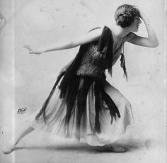 American actress, dancer and flapper Violet Romer in a flapper dress