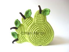 Super cute green crochet pear coasters! No pattern...but surely it can be figured out.