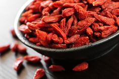 Goji Berries-An Anti-Aging, Energy Boosting Superfood. Whole Food Diet, Whole Food Recipes, Healthy Recipes, Yummy Recipes, Anti Oxidant Foods, Anti Inflammatory Recipes, Benefits Of Berries, Foods For Healthy Skin, Healthy Food