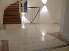 Terrazzoboden im Eingangsbereich von Max Baum Immobilien