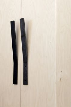 Handle Details on a wardrobe/ cupboard Plywood House / Simon Astridge