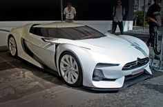 unlike most supercars it actually has an engine and pipes that dont sound like a kittens purr down a drainpipe muffled by a million wooly jumpers from Citroen GT Psa Peugeot Citroen, Citroen Car, Gt Logo, Automobile, Lux Cars, Smart Car, Futuristic Cars, Love Car, Fast Cars