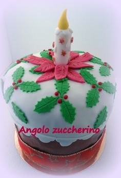 Panettone di Natale decorato in pasta di zucchero
