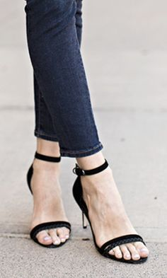 Soft suede black heels//