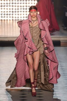 Vivienne Westwood Fall 2014 Ready-to-Wear Runway - Vivienne Westwood Ready-to-Wear Collection London Fashion Weeks, Paris Fashion, High Fashion, Fashion Show, Fashion Design, Fashion 2014, Vivienne Westwood, Dressy Dresses, Cute Dresses