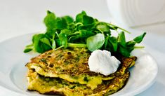 Brokolicové lievance so syrom a cesnakom Salmon Burgers, Ethnic Recipes, Food, Essen, Meals, Yemek, Eten