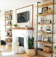 Chic Living Room, Living Room Colors, Living Room Grey, Small Living Rooms, Home Living Room, Apartment Living, Apartment Therapy, Room Furniture Design, Living Room Furniture