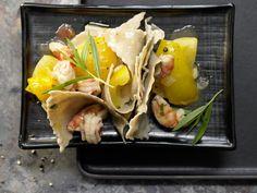 Kräuternudelfetzen mit Garnelen - und gelben Tomaten - smarter - Kalorien: 668 Kcal - Zeit: 1 Std. 10 Min. | eatsmarter.de Dieses Nudelgericht müsst Ihr probieren.
