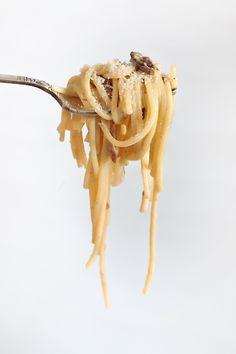 Espaguetis con nata y boletus Pastas Recipes, Snack Recipes, Cooking Time, Food Photography, Garlic, Pizza, Chips, Yummy Food, Restaurant