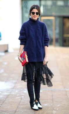 Leandra medine manrepeller blue jumper