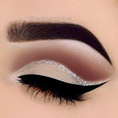 CLICK TO DOWNLOAD A GUIDE if you are a #Blogger or a #MUA who wants to transform your Blog into a Profitable Beauty Brand. You will get the latest tips, tools and resources as you learn step-by-step how to make your Passion Your Paycheck as you bring your unique vision to the #Beauty and #makeup World.