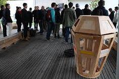 """Résultat de recherche d'images pour """"les poubelles festival"""" Waste Segregation, Signage, Images, Table, Furniture, Home Decor, Search, Decoration Home, Room Decor"""