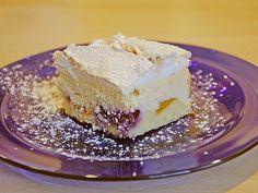 Berry meringue cake from altbaerli Meringue Cake, Your Soul, Food Cakes, Pot Pie, Marzipan, No Bake Cake, Berries, Cake Recipes, Bakery