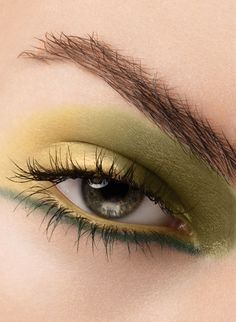 green-eye-makeup