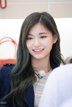 Want Perfect Skin? Look No Further Than These Tips! Kpop Girl Groups, Korean Girl Groups, Kpop Girls, Korean Beauty, Asian Beauty, Tzuyu Twice, Girl Inspiration, Perfect Skin, Beautiful Asian Girls