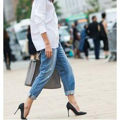 Today's inspiration: The white shirt | #white #whiteshirt #boyfriendjeans #jeans #fashion #instafashion #fashionispo #style #styleinspiration #streetstyle #streetwear #inspiration #igers #classy #chic #doha #istanbul