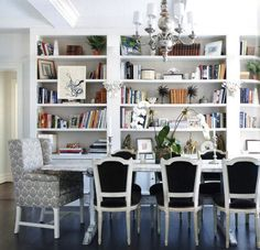 I love books. I think they add a personal touch to any room and shelves give a place to add some personality and favorite objects, so I love this dining area with bookshelves. Also makes for great discussions over dinner. Yes please.