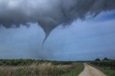 A tornado Wednesday 16 September 2015, caused serious damage in several towns of Charente-Maritime, France. The images relayed by the Internet site Sud-Ouest, attest to the violence of the phenomenon, rare in this region.