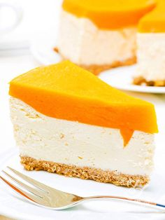 Il Cheesecake con crema di papaia (cheesecake with cream papaya): un dolce che è ormai diventato un grande classico abbinato a una salsa esotica e originale. Da provare! #cheesecakeallapapaia