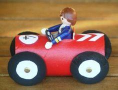 b[Une autre idée géniale pour ranger les petites voitures des enfants : faire un garage à plusieurs compartiments avec les rouleaux de papier toilette. ]b