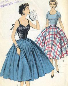 Vintage 50s Advance 7786 Misses UNCUT Sexy Camisole by RomasMaison Vintage Dress Patterns, Vintage 1950s Dresses, Vintage Tops, Vintage Outfits, Retro Style, Vintage Style, 1950s Fashion, Vintage Fashion, Fashion Through The Decades