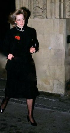 13.11.82 arriving at the Royal Albert Hall in a hurry ( ...arriving later than the Queen which is a no go ! )