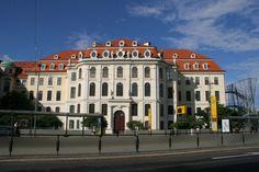 """Das Dresdner """"Landhaus"""" erbaut von Friedrich August Krubsacius um 1776 - heute ist das Museum für Geschichte der Stadt Dresden und die Dresdner Galerie hier untergebracht."""