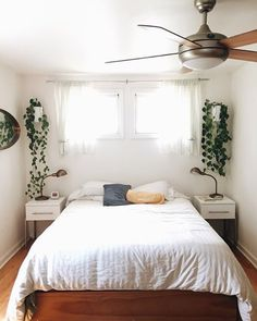 """""""I really love a clean, minimal look. Lots of neutrals and naturals. White walls, lots of big plants, simple accents."""" @bevcooks is on the blog today with a beautiful home tour that will leave you wanting to fill your house with greenery and rid of all the clutter! Link in profile!"""