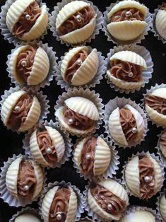 Hussareschotels and Snacks – Keurslager de Jong – Halloween Candy Recipes, Sweet Recipes, Cookie Recipes, Dessert Recipes, Biscuit Cookies, Cake Cookies, Cupcake Cakes, Cupcakes, Cute Food