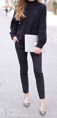 SCHOOL OUTFIT: comfy black sweater to stay warm, elegant black trousers, snake print kitten heels and a macbook air. #fashion #student #school #allblack #fashionblog #fashionblogger Marie's Bazaar