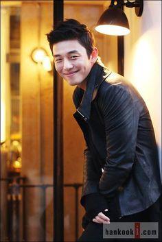 image Korean Actresses, Asian Actors, Korean Actors, Gorgeous Men, Beautiful People, Cleft Chin, Yoo Ah In, Actors Male, Asian Celebrities
